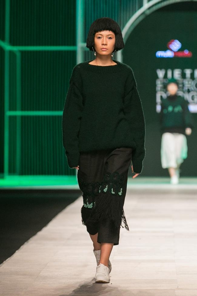 Hoa khôi Nam Em mở màn Tinh khôi - BST cuối cùng của Vietnam International Fashion Week - Ảnh 37.