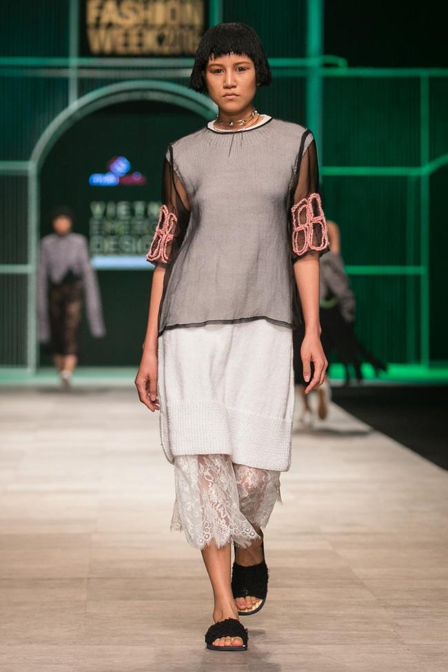 Hoa khôi Nam Em mở màn Tinh khôi - BST cuối cùng của Vietnam International Fashion Week - Ảnh 38.