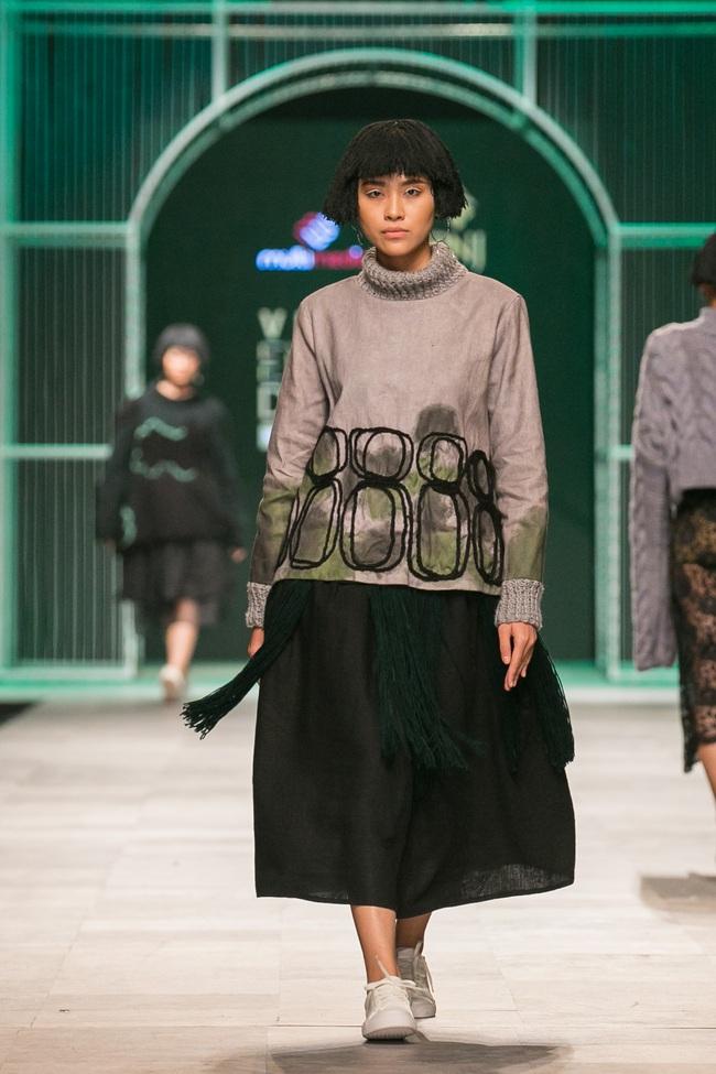 Hoa khôi Nam Em mở màn Tinh khôi - BST cuối cùng của Vietnam International Fashion Week - Ảnh 39.