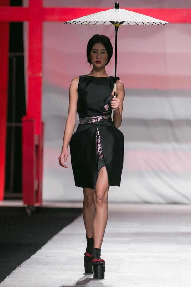 Hoa khôi Nam Em mở màn Tinh khôi - BST cuối cùng của Vietnam International Fashion Week - Ảnh 4.