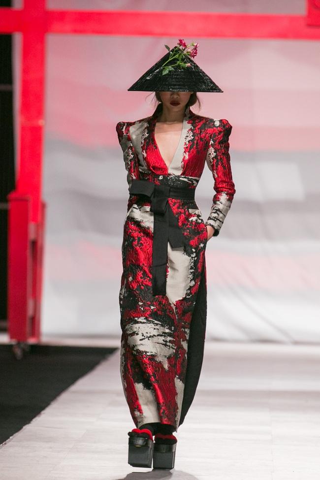 Hoa khôi Nam Em mở màn Tinh khôi - BST cuối cùng của Vietnam International Fashion Week - Ảnh 10.