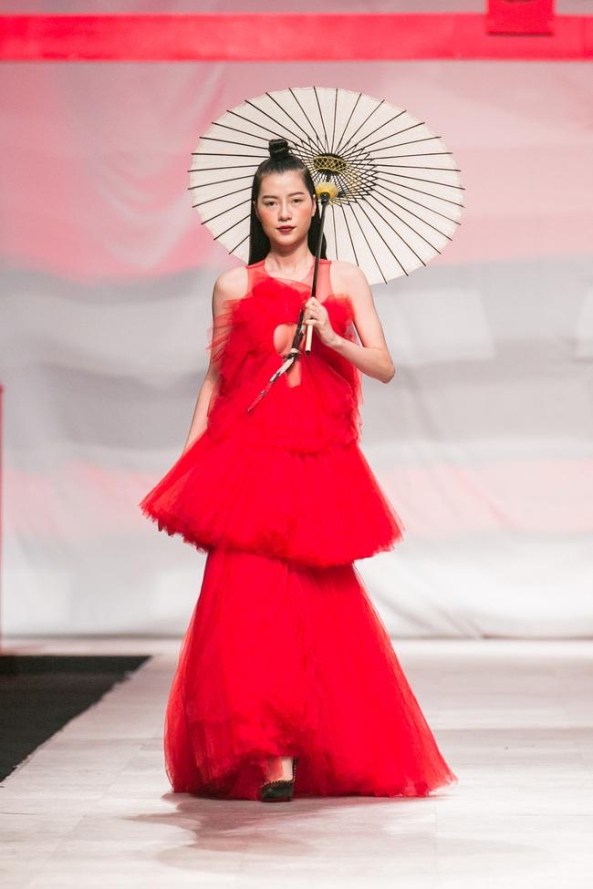 Hoa khôi Nam Em mở màn Tinh khôi - BST cuối cùng của Vietnam International Fashion Week - Ảnh 14.
