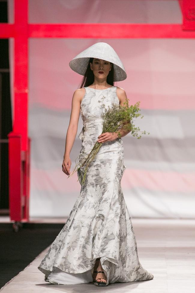 Hoa khôi Nam Em mở màn Tinh khôi - BST cuối cùng của Vietnam International Fashion Week - Ảnh 17.