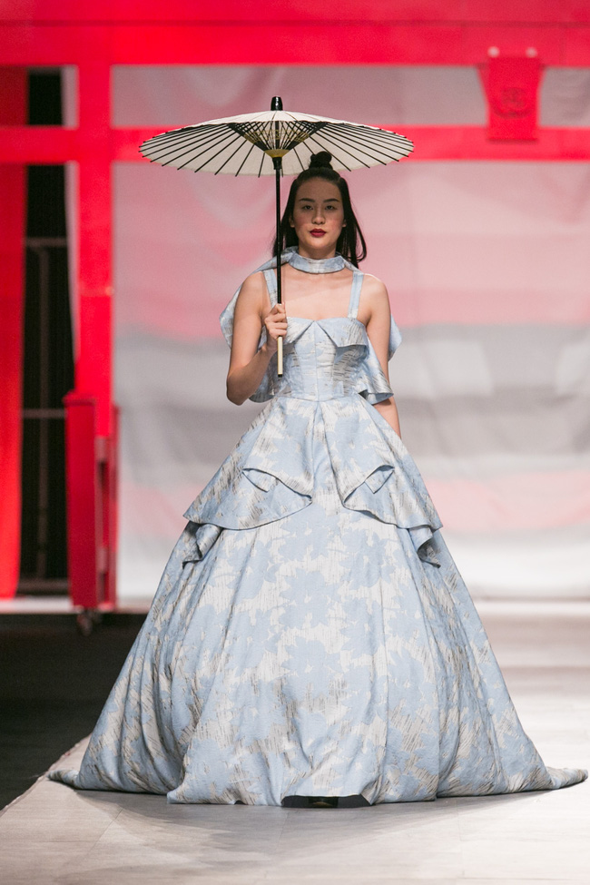 Hoa khôi Nam Em mở màn Tinh khôi - BST cuối cùng của Vietnam International Fashion Week - Ảnh 18.