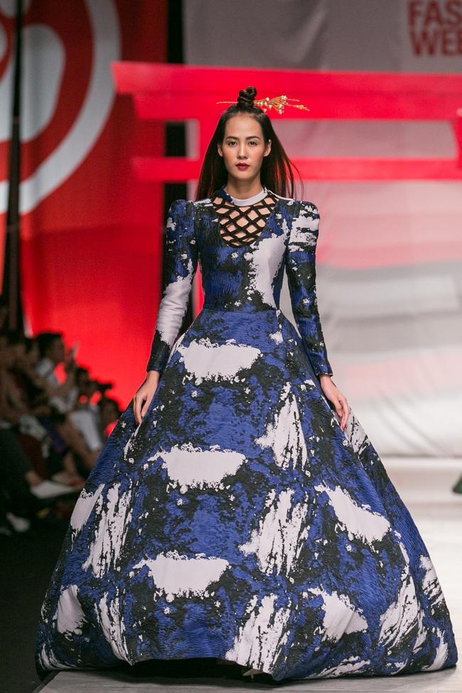 Hoa khôi Nam Em mở màn Tinh khôi - BST cuối cùng của Vietnam International Fashion Week - Ảnh 20.