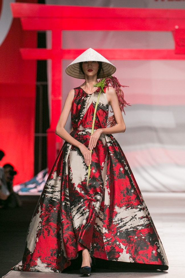 Hoa khôi Nam Em mở màn Tinh khôi - BST cuối cùng của Vietnam International Fashion Week - Ảnh 21.