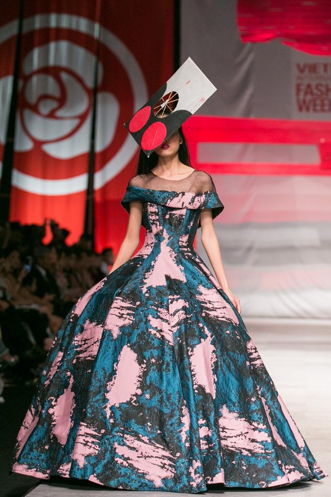 Hoa khôi Nam Em mở màn Tinh khôi - BST cuối cùng của Vietnam International Fashion Week - Ảnh 22.