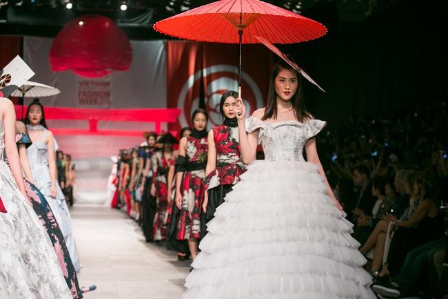 Hoa khôi Nam Em mở màn Tinh khôi - BST cuối cùng của Vietnam International Fashion Week - Ảnh 23.
