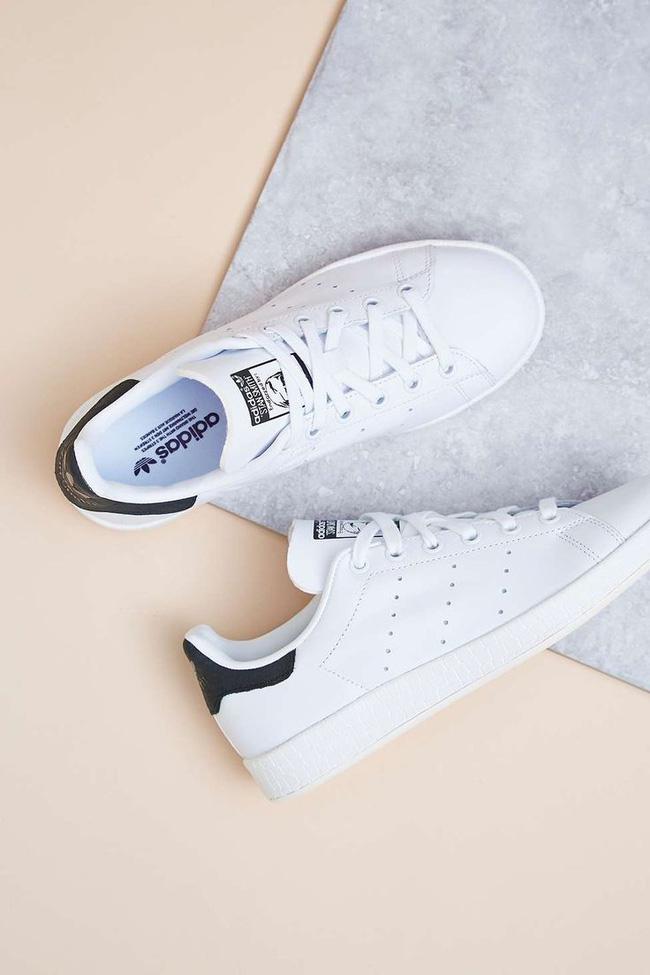 Siêu lòng với phiên bản không đường may đầy tinh giản của adidas Stan Smith - Ảnh 1.