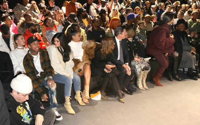 Kanye West ra mắt BST Yeezy Season 5, mẫu giày Yeezy mới nhất bị chê xấu thậm tệ - Ảnh 1.