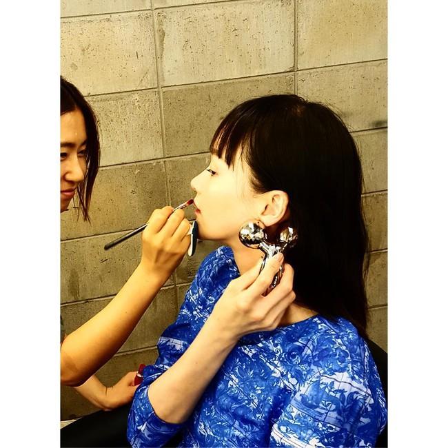ReFa Carat - cây lăn thần thánh vừa làm thon mặt vừa khiến da căng bóng đang được tín đồ làm đẹp châu Á đua - Ảnh 3.