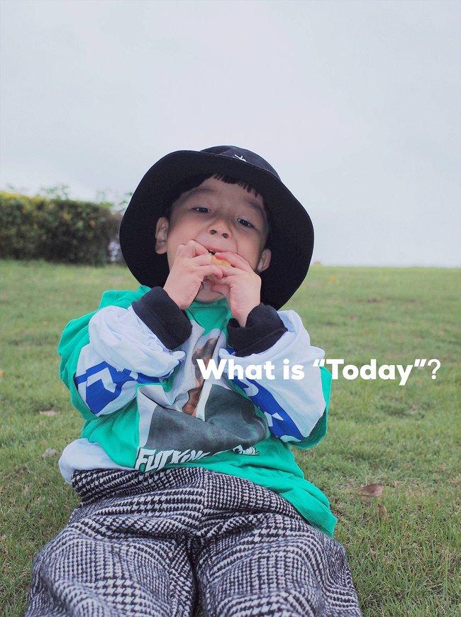 Cậu nhóc 4 tuổi chuyên lấy quần áo của bố diện thành đồ phong cách retro siêu độc đáo - Ảnh 6.