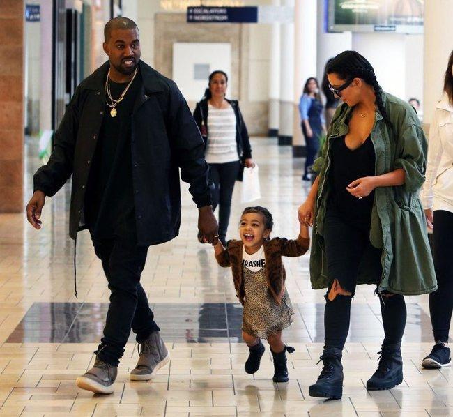 Kim - Kanye sắp ra mắt BST thời trang trẻ em, bé North đương nhiên là người diện đầu tiên - Ảnh 1.