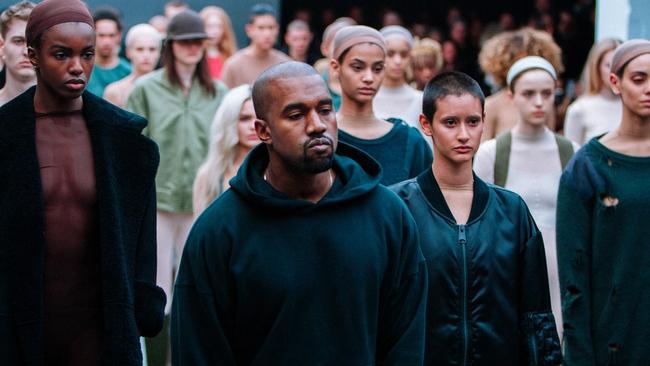 Kanye West cũng đua đòi kinh doanh mỹ phẩm, chính thức đối đầu em vợ Kylie Jenner - Ảnh 1.