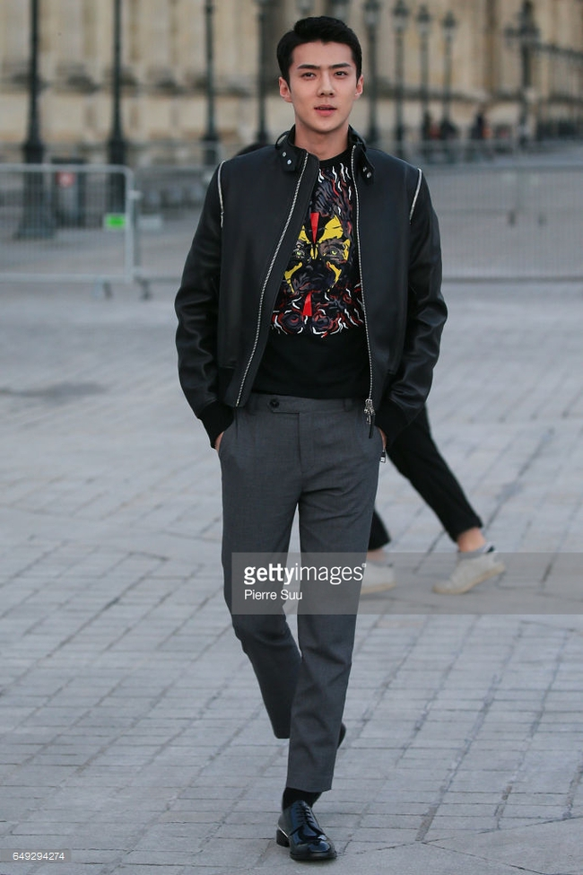Dự show Louis Vuitton, Sehun ăn đứt Hứa Ngụy Châu về độ nam tính, được Vogue chọn là sao nam mặc đẹp nhất - Ảnh 2.