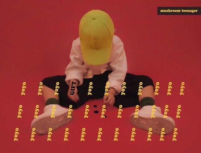 Cậu nhóc 4 tuổi chuyên lấy quần áo của bố diện thành đồ phong cách retro siêu độc đáo - Ảnh 12.