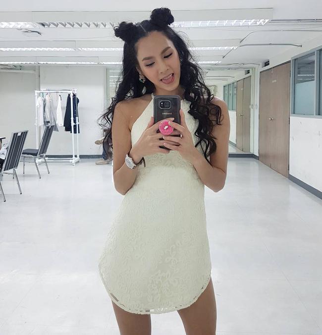 Cứ chê tóc ngôi giữa quê nhưng hot girl Thái, Trung cô nào cô nấy để tóc này đều xinh hết nấc - Ảnh 8.