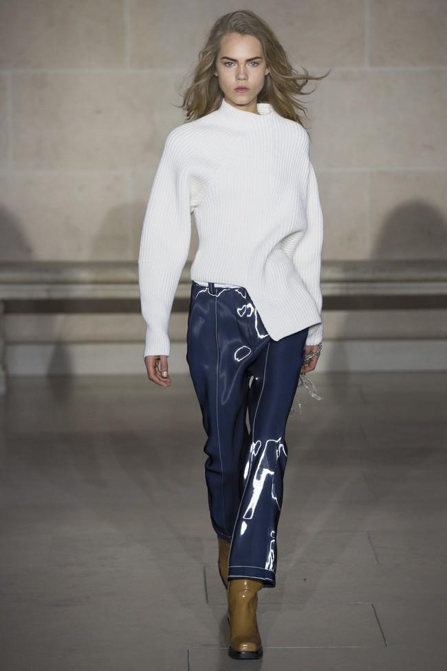 Dự show Louis Vuitton, Sehun ăn đứt Hứa Ngụy Châu về độ nam tính, được Vogue chọn là sao nam mặc đẹp nhất - Ảnh 15.