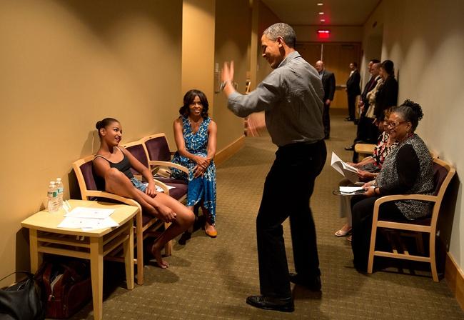 Những khoảnh khắc đáng nhớ bên vợ con của Tổng thống Obama trong 8 năm đương nhiệm - Ảnh 27.