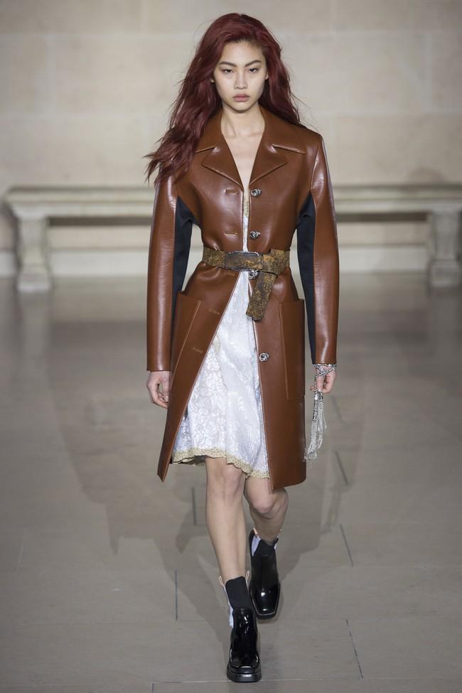 Dự show Louis Vuitton, Sehun ăn đứt Hứa Ngụy Châu về độ nam tính, được Vogue chọn là sao nam mặc đẹp nhất - Ảnh 16.