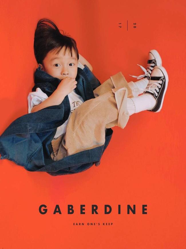 Cậu nhóc 4 tuổi chuyên lấy quần áo của bố diện thành đồ phong cách retro siêu độc đáo - Ảnh 24.