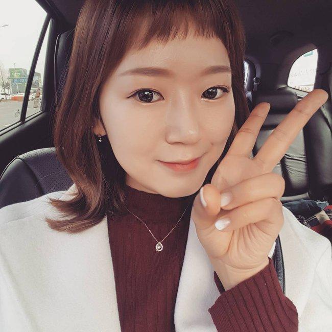 Phim đã hết nhưng con gái Hàn vẫn đổ xô cắt tóc ngắn cũn, tô son giống tiên nữ cử tạ Kim Bok Joo - Ảnh 12.