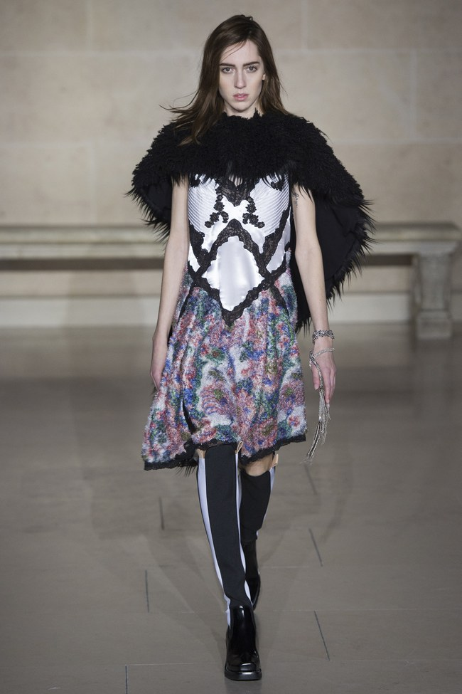 Dự show Louis Vuitton, Sehun ăn đứt Hứa Ngụy Châu về độ nam tính, được Vogue chọn là sao nam mặc đẹp nhất - Ảnh 18.