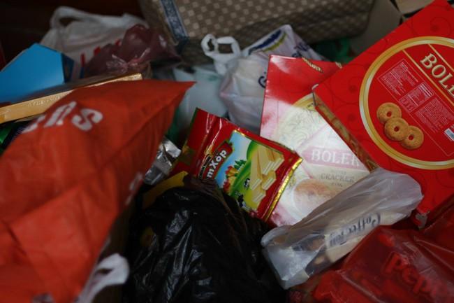 Học sinh Hà Nội tổ chức quyên góp đồ ăn, bánh kẹo sau Tết đi từ thiện - Ảnh 7.