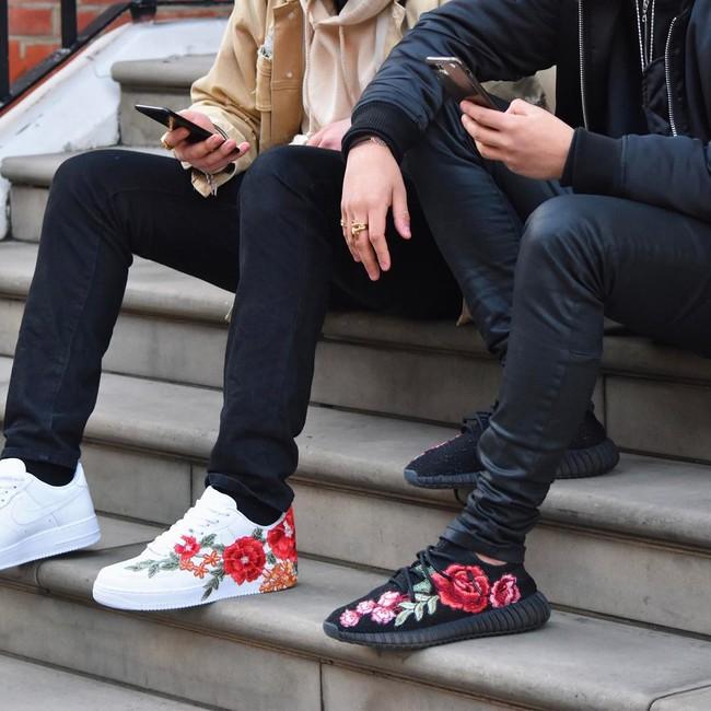 Giày sneaker thêu, xu hướng hoa hòe hoa sói mà bạn cứ lướt Instagram là gặp thời gian này - Ảnh 15.