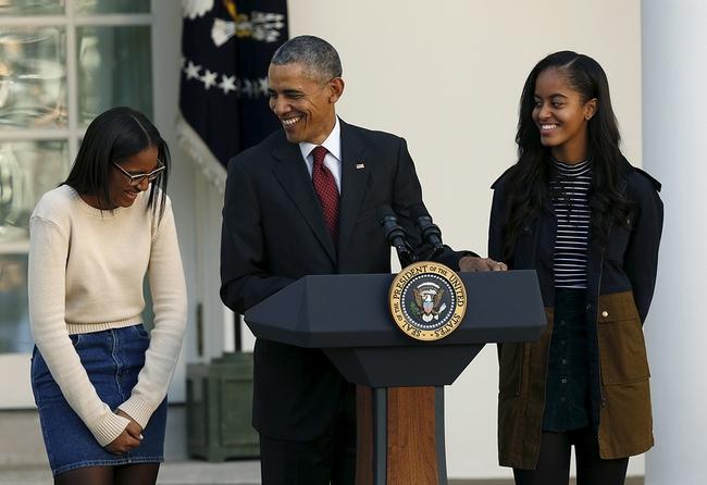 Những khoảnh khắc đáng nhớ bên vợ con của Tổng thống Obama trong 8 năm đương nhiệm - Ảnh 37.