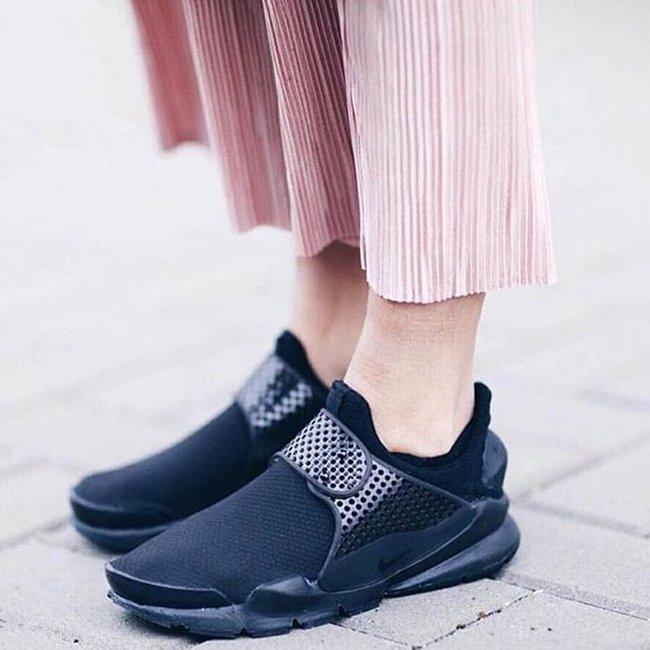 Vì sao những đôi sneaker sock-like lại đắt xắt ra miếng? - Ảnh 5.