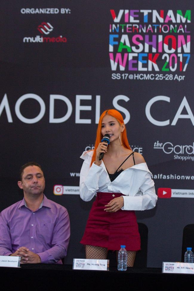 Hoàng Thùy nổi bật với tóc màu cam làm giám khảo casting Vietnam International Fashion Week Xuân/Hè 2017 - Ảnh 2.