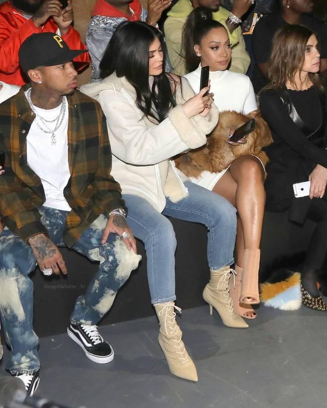 Kanye West ra mắt BST Yeezy Season 5, mẫu giày Yeezy mới nhất bị chê xấu thậm tệ - Ảnh 4.