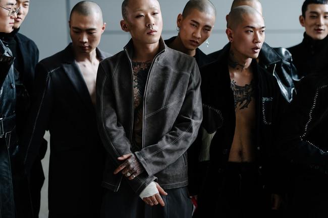 Seoul Fashion Week: nơi duy nhất mà street style phái mạnh trưng trổ đè bẹp cả cánh chị em! - Ảnh 13.
