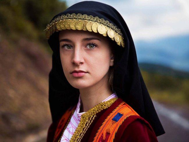 Ngắm nhìn thêm những hình ảnh về vẻ đẹp của phụ nữ trên toàn thế giới - Ảnh 49.