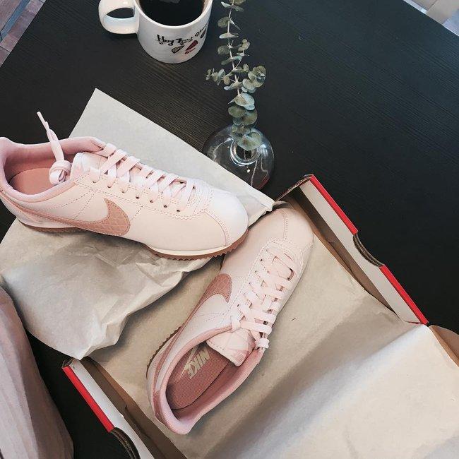 8/3 mà được tặng 1 trong 4 đôi sneaker màu hường siêu xinh này thì tuyệt vời ông mặt trời! - Ảnh 7.