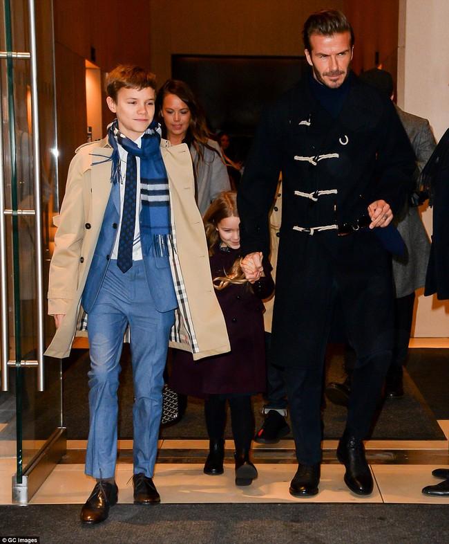 Beckham cùng các con nổi bật trên hàng ghế đầu show của Vic, xứng danh gia đình sành điệu nhất Hollywood - Ảnh 8.