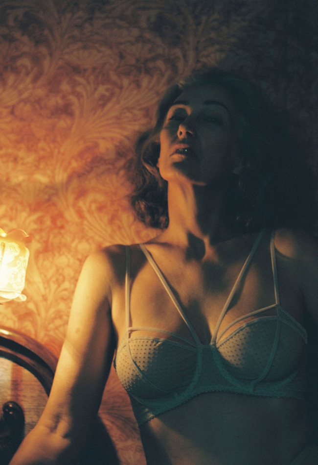 Xem chùm ảnh quảng cáo nội y của người mẫu U60 này, hẳn nàng nào cũng ước mình về già cũng được sexy như vậy - Ảnh 3.