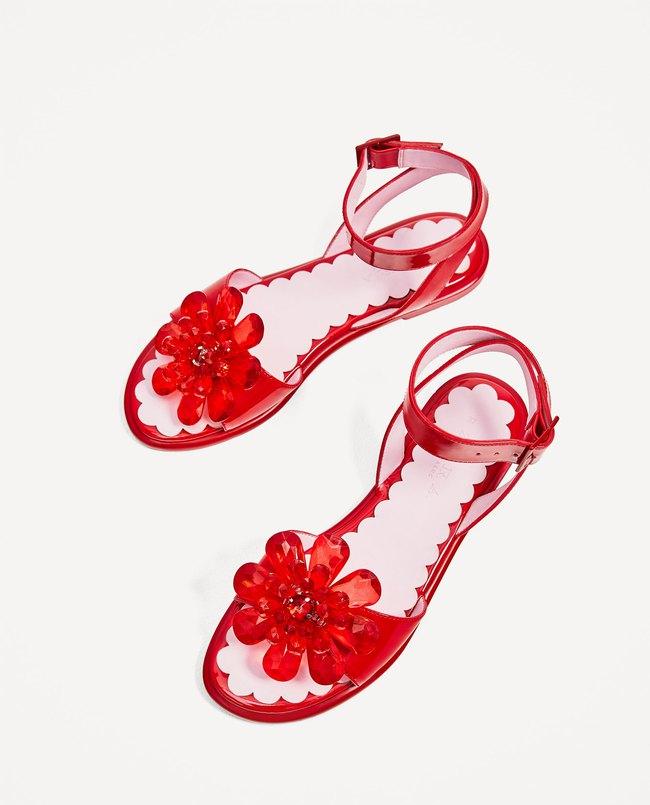 Dép gần cả triệu của Zara nom cũng chẳng khác dép bán ở chợ nhà mình là mấy - Ảnh 2.