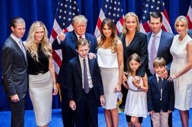 Chiều cao đáng nể và 13 sự thật ít người biết về cậu út nhà Tổng thống Donald Trump - Ảnh 5.