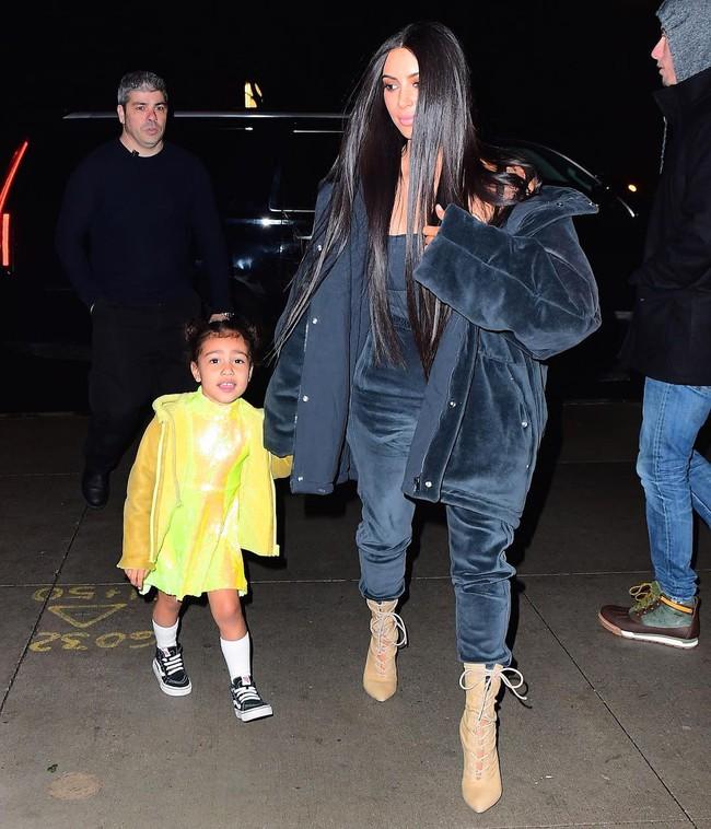 Kim - Kanye sắp ra mắt BST thời trang trẻ em, bé North đương nhiên là người diện đầu tiên - Ảnh 4.