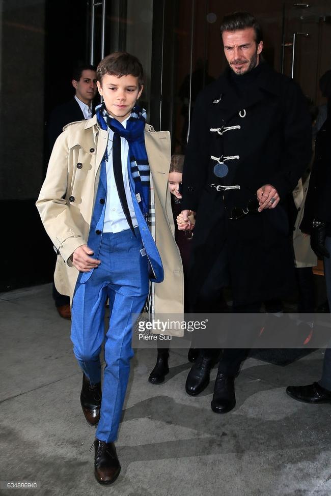 Beckham cùng các con nổi bật trên hàng ghế đầu show của Vic, xứng danh gia đình sành điệu nhất Hollywood - Ảnh 9.