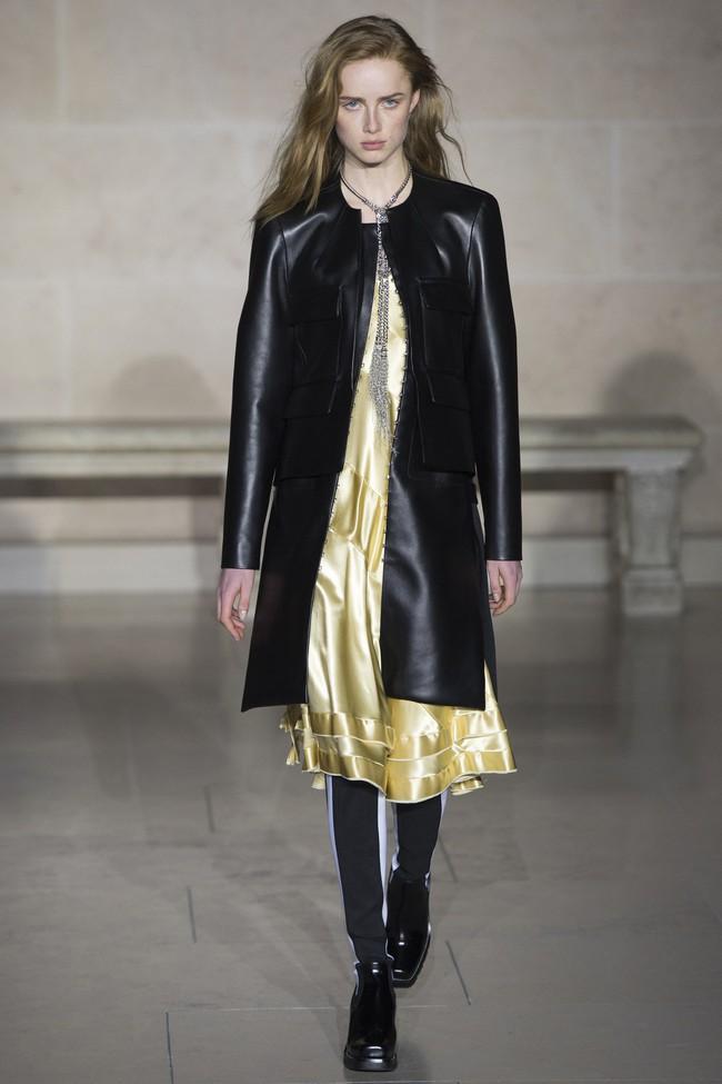 Dự show Louis Vuitton, Sehun ăn đứt Hứa Ngụy Châu về độ nam tính, được Vogue chọn là sao nam mặc đẹp nhất - Ảnh 7.