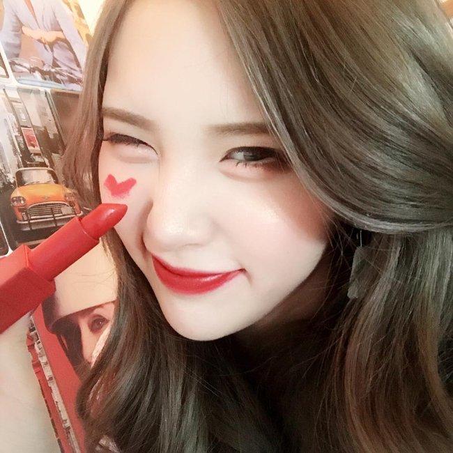 Son gì mà đẹp quá thể? Con gái Việt đang nháo nhác vì cây son đỏ lên màu siêu chuẩn này - Ảnh 7.
