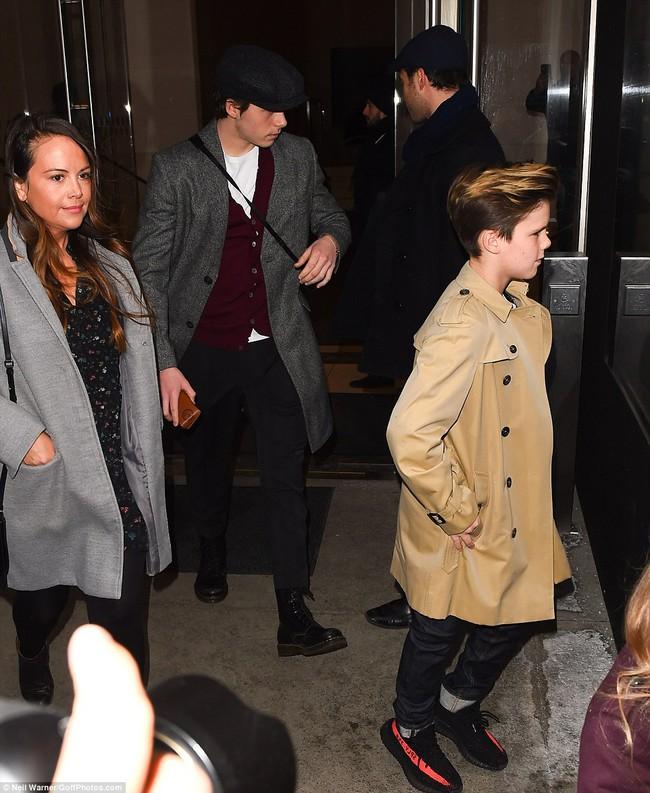 Beckham cùng các con nổi bật trên hàng ghế đầu show của Vic, xứng danh gia đình sành điệu nhất Hollywood - Ảnh 11.