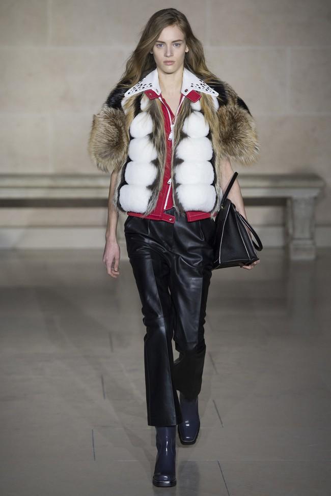 Dự show Louis Vuitton, Sehun ăn đứt Hứa Ngụy Châu về độ nam tính, được Vogue chọn là sao nam mặc đẹp nhất - Ảnh 8.