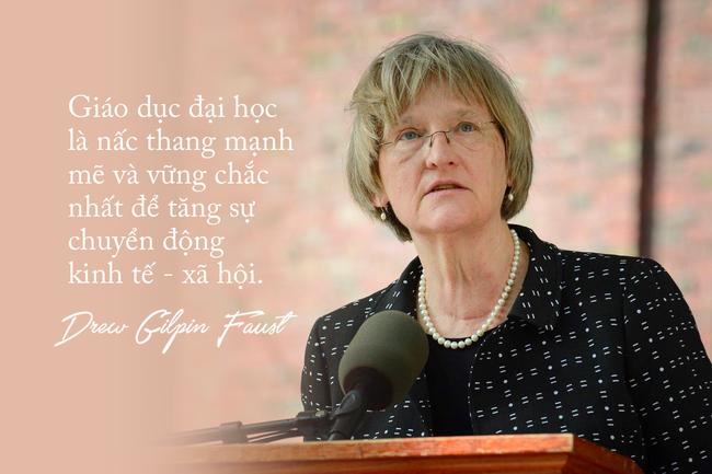 Hiệu trưởng Harvard đến Việt Nam: Kẻ nổi loạn xuất chúng và những câu nói mang đầy cảm hứng cho các cô gái trẻ - Ảnh 3.