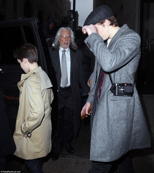 Beckham cùng các con nổi bật trên hàng ghế đầu show của Vic, xứng danh gia đình sành điệu nhất Hollywood - Ảnh 12.