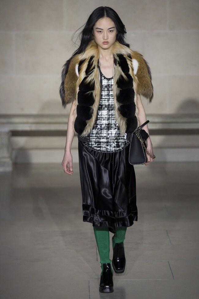 Dự show Louis Vuitton, Sehun ăn đứt Hứa Ngụy Châu về độ nam tính, được Vogue chọn là sao nam mặc đẹp nhất - Ảnh 10.