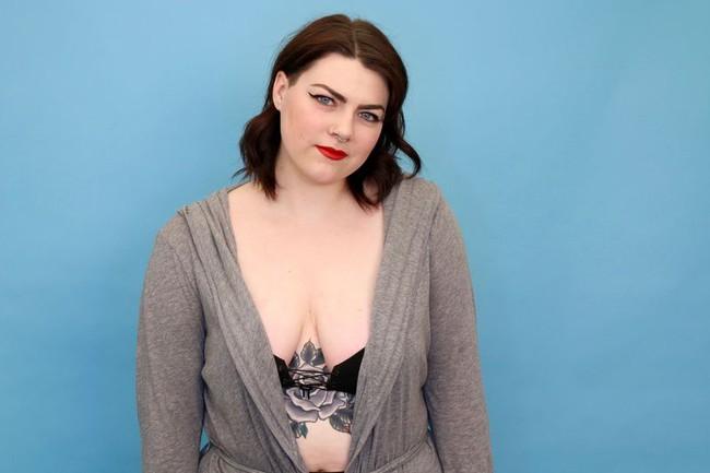 3 cô nàng này đã dùng thử áo ngực dạng dính tạo khe ngực đầy thần thánh trên Instagram và đây là kết quả - Ảnh 12.